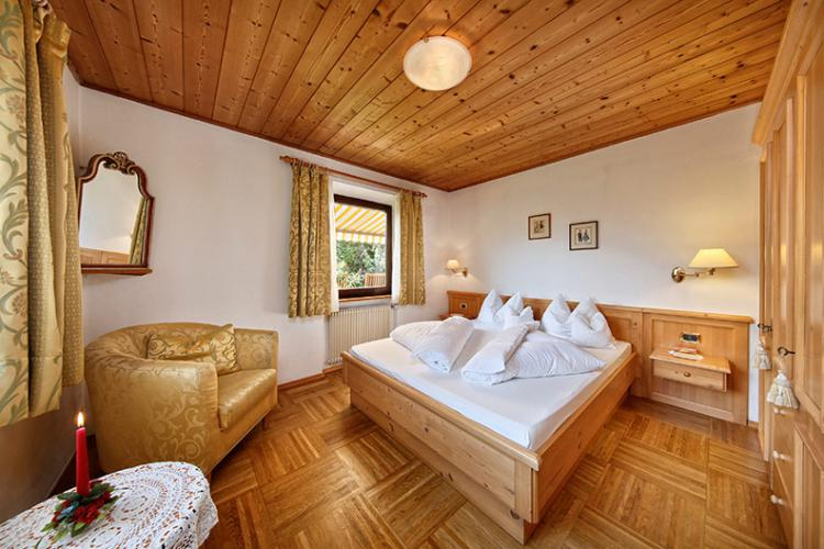Bedroom with double bed - Apartment on the ground floor